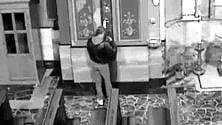 Ivrea, le telecamere  della chiesa hi-tech smascherano il ladro