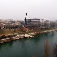 Torino, fallito il recupero del barcone rovesciato dall'alluvione nel Po