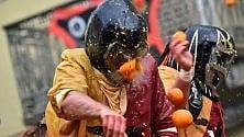 Lo spettacolo della prima battaglia delle arance a Ivrea