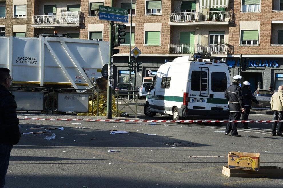 Torino, anziana travolta e uccisa da camion dei rifiuti