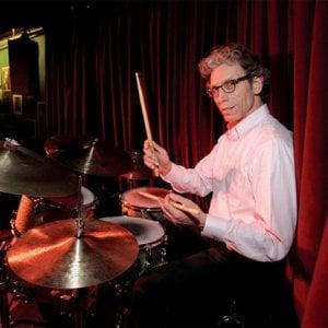 La batteria di John Riley al Capolinea 8, Trent'anni senza Goffredo Parise