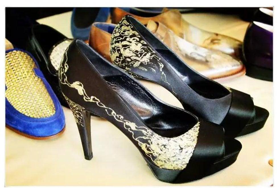 Nascono a Torino le scarpe in oro 24 carati per i clienti extralusso di Dubai