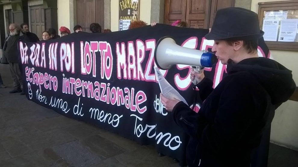 Torino, dall'assessorato alla Sanità alla farmacia anti-pillola il tour delle donne in corteo