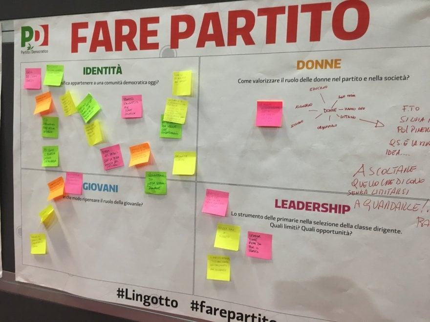 """Torino, tra critiche e idee i post-it dei militanti dem al Lingotto: """"Il Pd che vorrei..."""""""