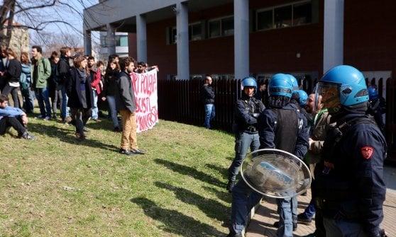 Torino, volantinaggio del Fuan: proteste dei collettivi al campus Einaudi