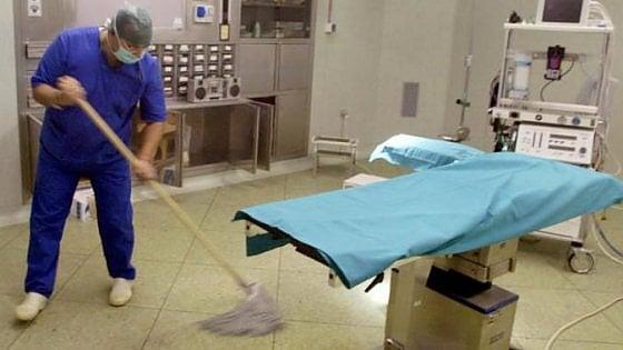"""Asl1 e Città della Salute, lunedì addetti alle pulizie in sciopero: """"Ci tagliano un terzo delle ore"""""""