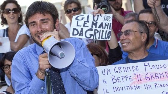 """Di Battista: """"Noi contro i banchieri, ma Appendino dialoghi pure con Profumo"""""""