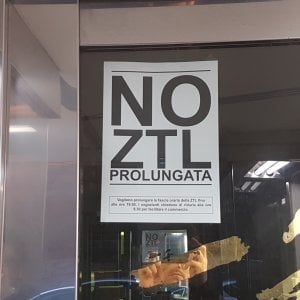 Torino, rivolta dei commercianti contro la ztl fino a sera