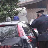 Torino, separato cosparge di benzina l'auto della moglie: arrestato