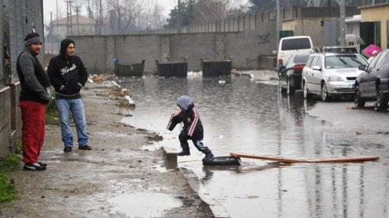 Torino, il business dell'accoglienza ai rom: sequestri per 400mila euro, indagato Curto di Sel