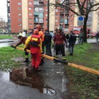 Torino, i vigili del fuoco salvano una donna che tentava il suicidio