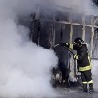 Torino: s'incendia il tetto di un palazzo, notte di paura in via Bologna