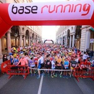 Torino, più di ottomila runner alla partenza della Mezza maratona Santander
