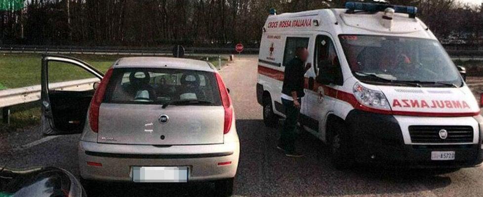Torino: bloccano l'ambulanza che trasporta un malato grave in contromano e la costringono a tornare indietro. Denunciati