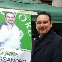 Novara, il sindaco leghista bestemmia in Consiglio comunale: scoppia il caso politico
