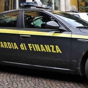 Torino, Guardia di Finanza stronca traffico di sigarette di contrabbando tra Roma, Milano e Novara