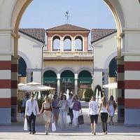 Tra sciopero e shopping la rivoluzione di Pasqua all'outlet di Serravalle. Bloccati due accessi