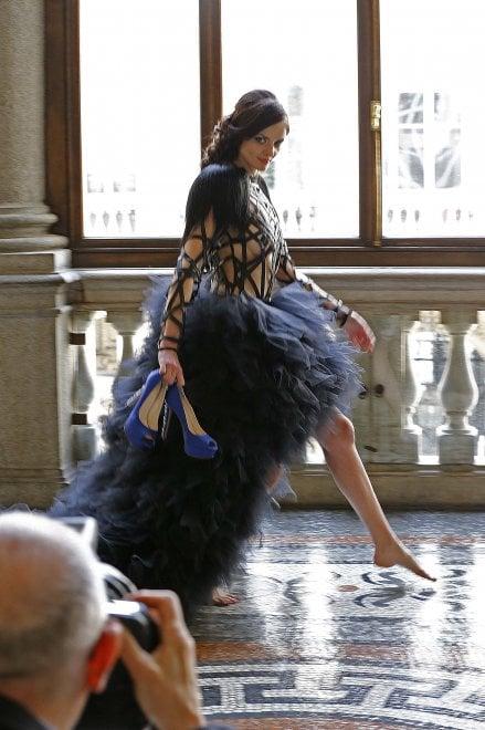 Torino, Palazzo Civico diventa set fotografico per le scarpe d'oro di Vietri