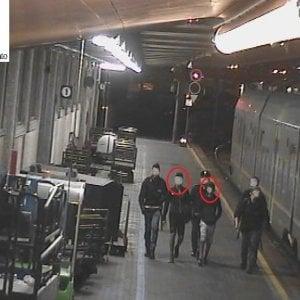Vandali sul treno del mare, il convoglio ostaggio di 60 teppisti: quattro denunciati