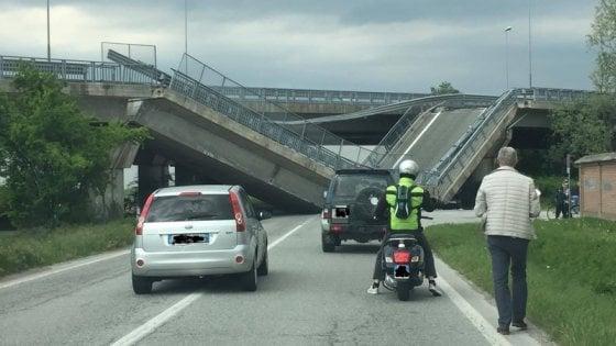 Fossano, cavalcavia della tangenziale crolla su auto dei carabinieri: illesi