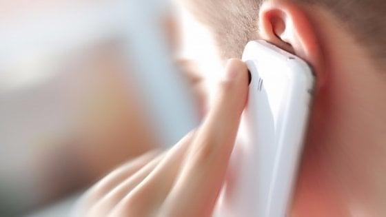 """Ivrea, tumore al cervello per uso eccessivo del telefonino: Inail condannata a pagare, """"l'uso scorretto provoca il cancro"""""""