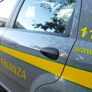 Torino, finanza nelle stazioni e nel metrò, sequestrate droghe leggere e pesanti