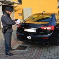 Auto di lusso con targhe straniere per evitare le tasse: torinese multato