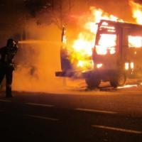 Piromane, torna l'incubo a Torino: due camper e sette auto distrutti a Borgo