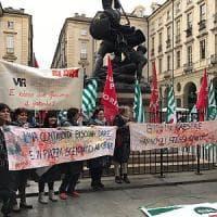Torino, maestre degli asili protestano davanti al Comune