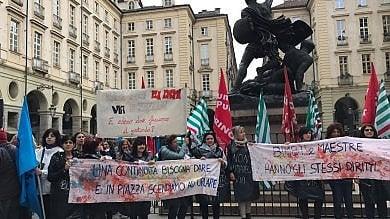 Maestre delle scuole materne  protestano davanti al Comune