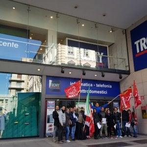 La protesta dei lavoratori di trony siamo una risorsa for Costo seminterrato di sciopero