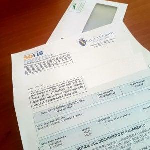 Torino, consegna delle bollette in ritardo: slitta il pagamento della tassa rifiuti