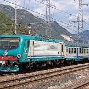 Torino, donna di 35 anni investita dal treno regionale per Cuneo