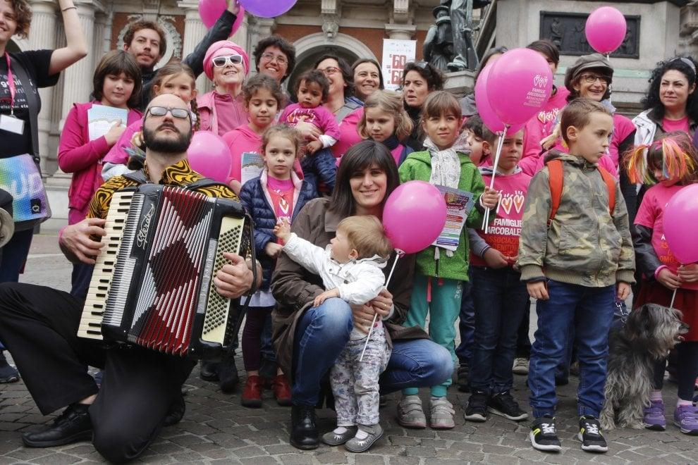 """Torino, in piazza con la sindaca la festa delle """"famiglie arcobaleno"""""""