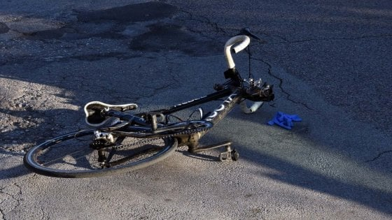 Alessandria, muore un ciclista investito da un'auto