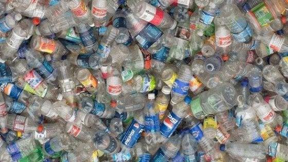 Tubi e bottiglie di plastica l 39 allarme dell 39 universit di for Tipi di tubi di plastica