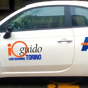"Car sharing a Torino: i posteggi orfani di ""Ioguido"" a Enjoy e Car2go"