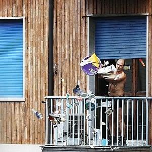 Torino, armato e barricato in via Borgaro minaccia di uccidersi