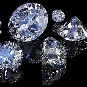 Compra una diamante pagando in contanti: ma il milione e 400 mila euro erano falsi