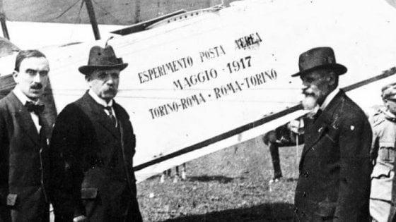 """Torino, cent'anni di """"lettere volanti"""": la posta aerea celebra un secolo"""