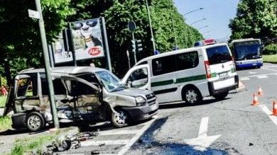 Torino, muore un uomo in un incidente tra due auto in via Guido Reni