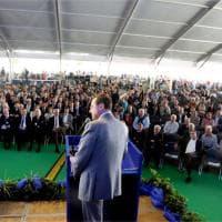 Alba, oltre 15mila in piazza per l'assemblea della banca: le immagini