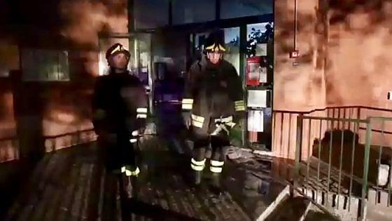 Incendio devasta scuola media Banchette