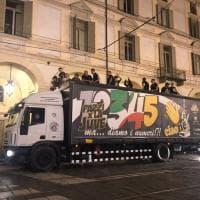 Torino, in centro è subito festa per il sesto scudetto consecutivo della Juve
