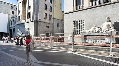 Torino: la fontana dei turisti in piazza Cln     ancora off limits dopo tre mesi