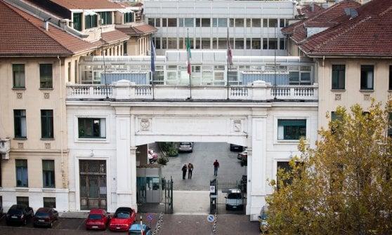 Miracolo a Torino: si presenta in ospedale con una freccia nel collo, salvato da intervento senza precedenti