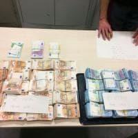 Torino, fermati in tangenziale con 330mila euro in contanti: due denunciati