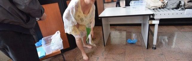 Palagiustizia, per entrare vanno tolte anche le scarpe: controlli serrati dopo la beffa di Striscia