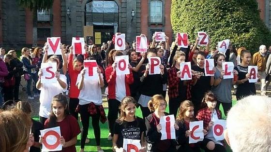 Torino, detenuto a processo per le botte alla moglie chiede perdono e la bacia in aula