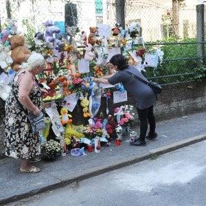 Sar a settimo torinese il funerale del bimbo gettato dalla finestra - Bimbo gettato dalla finestra ...